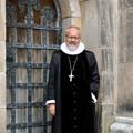 Billede af biskoppen i præstekjole