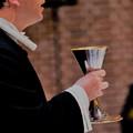 Billede af præst til nadver